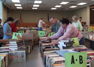 Volunteers Book Sale Fall 2016